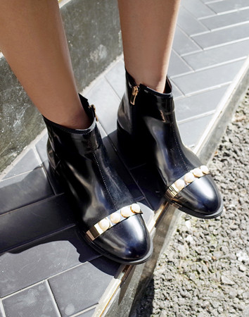Alter pearl gold-boots