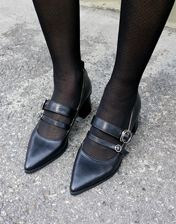 devoid buckle middle-heel